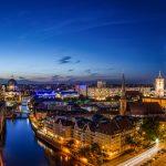 Berliner Skyline zur blauen Stunde Querformat